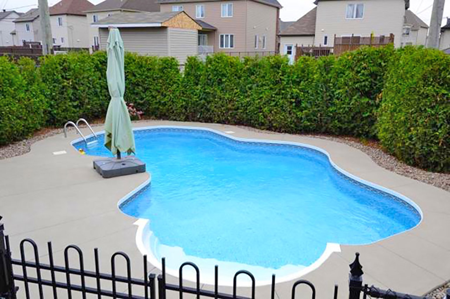 Maison vendre repentigny mcgill immobilier for Club piscine repentigny