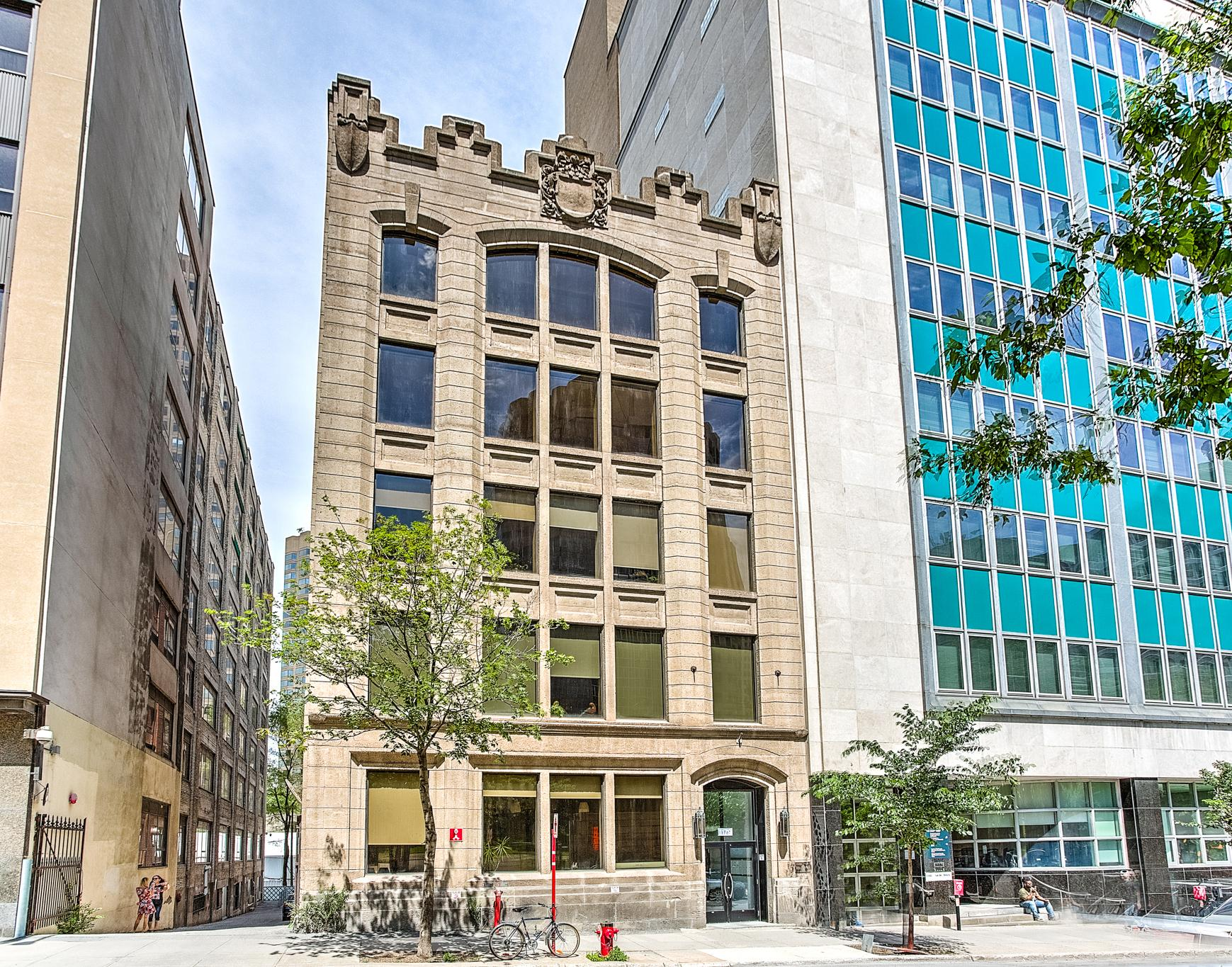 Luxury condo for sale in Downtown Montreal ($1,680,000)